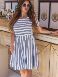 Платье в полоску свободного кроя белого и синего цвета