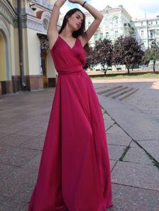Длинное красивое вечернее платье с открытыми плечами