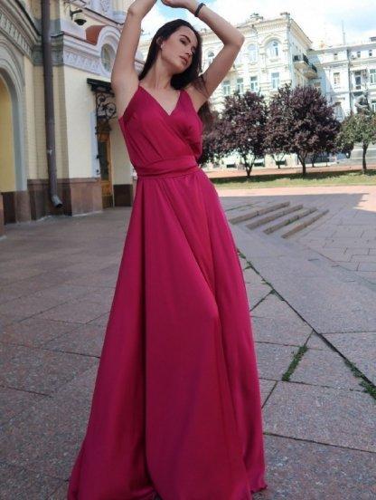 Длинное красивое вечернее платье с открытыми плечами, фото 1