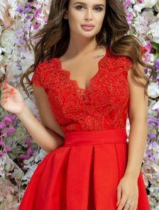 Короткое красное пышное коктейльное платье на выпускной бал