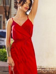 Длинное красное шелковое коктейльное платье на бретелях