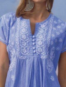 Голубое короткое платье туника в мелкую полоску с вышивкой на короткий рукав