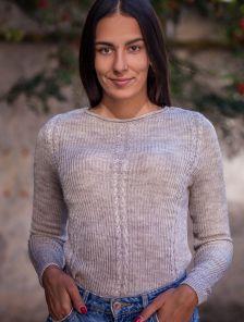 Бежевый мягкий женский свитер с тонкой пряжи и длинным рукавчиком