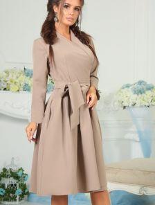 Бежевое классическое весеннее платье с запахом на весну осень
