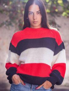 Теплый вязанный свитер в полоску