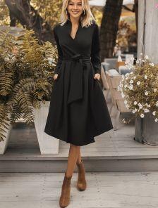 Нарядное короткое платье с запахом до колена