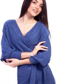 Синее трикотажное платье с имитацией запаха и декоративным поясом