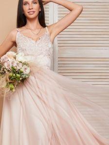 Вечернее кружевное пудровое платье с фатиновой юбкой