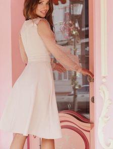 Короткое бежевое платье на длинный рукав из сетки в горох