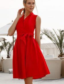 Красное нарядное короткое платье с пышной юбкой и с запахом