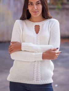 Белый женский свитер с вырезом впереди