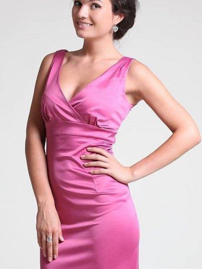 Розовое декольтированное платье от польского производителя Figl