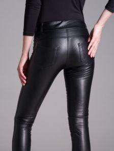 Черные кожаные леггинсы на широком поясе