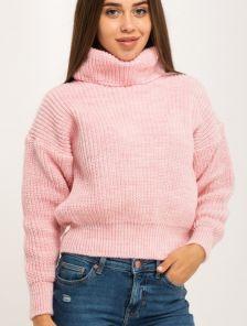 Розовый вязаный теплый свитер с объемным рукавом и горловиной
