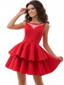 Короткое красное коктейльное платье с двойной юбкой и вышивкой