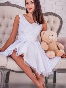Коктейльное платье белого цвета