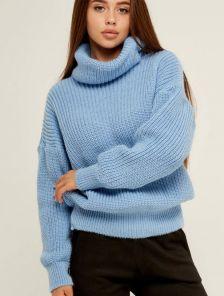 Голубой теплый вязаный зимний свитер с объемным рукавом и горловиной