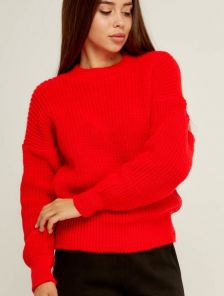 Красный вязаный теплый свитер с объемным рукавом