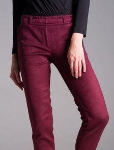 Зауженные брюки на резинке со стрелками цвета марсала