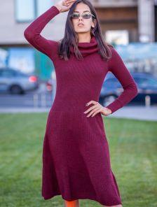 Вязанное бордовое теплое платье на зиму