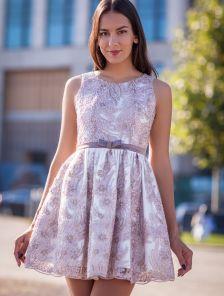 Короткое бежевое вечернее платье c пайетками и вышивкой