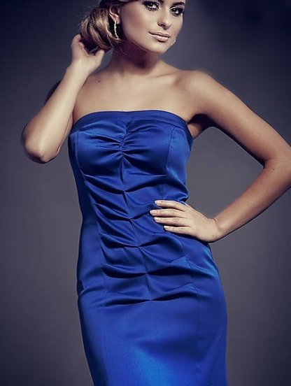 Синее атласное платье-карандаш со сборками