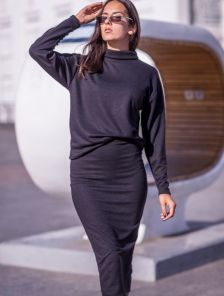 Черный теплый костюм с юбкой на работу или прогулку