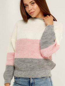 Светлый вязаный теплый свитер с объемным рукавом