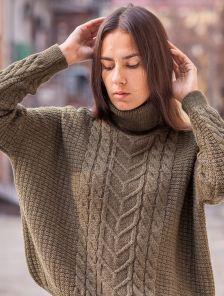 Теплый свитер цвета хаки с горловиной 40%шерсть,10% мохер