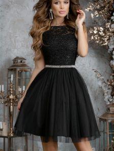 Черное короткое коктейльное платье с пышной юбкой