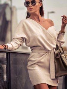 Бежевое ангоровое короткое платье с запахом на длинный рукав