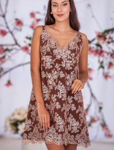 Короткое вечернее кружевное платье