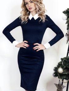 Классическое темно-синее платье-футляр с белым воротником и манжетами