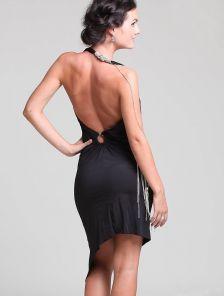 Короткое черное платье с открытой спиной и ассиметричной юбкой