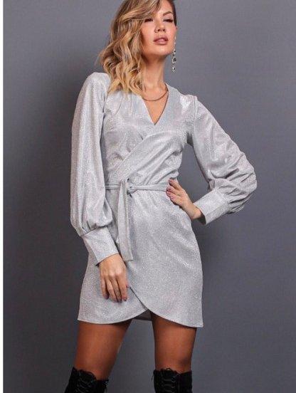 Нарядное короткое серебристое блестящее платье на запах, фото 1