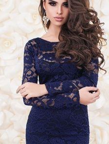 Синее короткое кружевное платье на длинный рукав