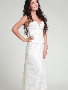 Белое нарядное кружевное платье с корсетом