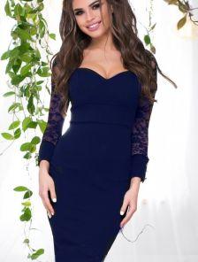Синее платье по фигуре с гипюровыми рукавами