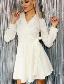 Белое мини платье с запахом и с пышной юбкой
