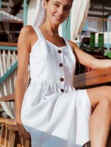 Белое короткое платье сарафан на пуговицах