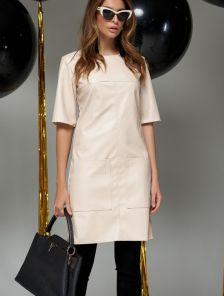 Бежевое платье с эко-кожи с карманами на короткий рукав
